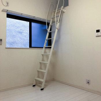 ロフトへとかかるはしご