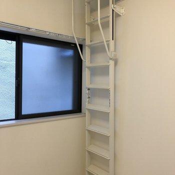 壁にたてかけてスペース有効利用◎