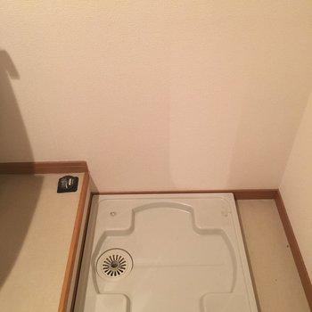 トイレの横には洗濯機おけます。