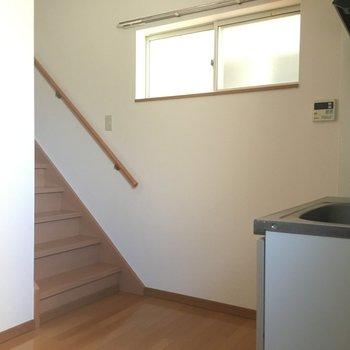 キッチン後ろの階段の先には、、、。
