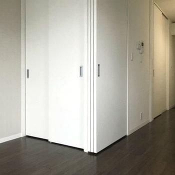 間仕切り扉付きですが開けて使ったほうが良さげ。