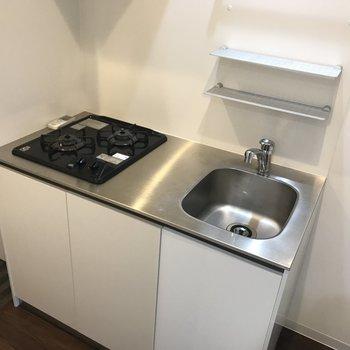 おしゃれキッチン。シンクは狭いから洗い物はこまめにやりましょう。