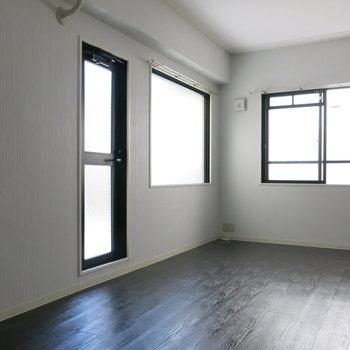 採光部が多いので2階ですが明るいですね!※写真は同間取り別部屋のものです。