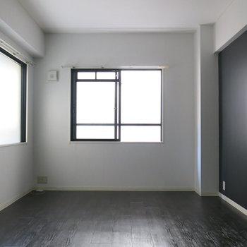 ちょっと大人びた内装がいいですね!※写真は同間取り別部屋のものです。