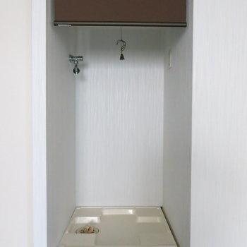 洗濯機はカーテンで隠しましょう!写真は反転取り別部屋のものです。