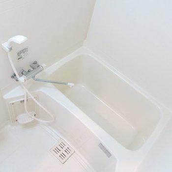 お風呂場はこんなかんじ!写真は反転取り別部屋のものです。