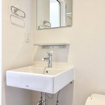 シンプルな洗面台がオシャレですね。