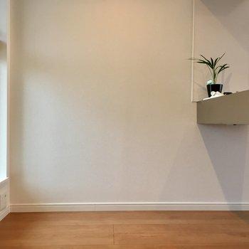 キッチン後ろのスペース広々してるので作業スペースや収納を増やせそう。
