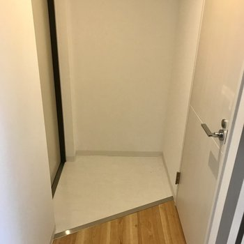 玄関は程よい広さ。