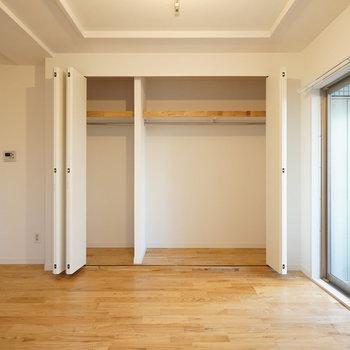 【イメージ】そして寝室の収納は折戸で大容量!