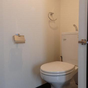 清潔感のあるトイレ※写真は同間取り別部屋のものです。