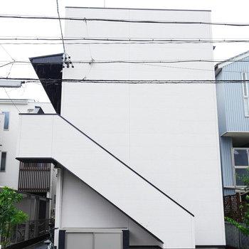 シンプルな2階建てアパート