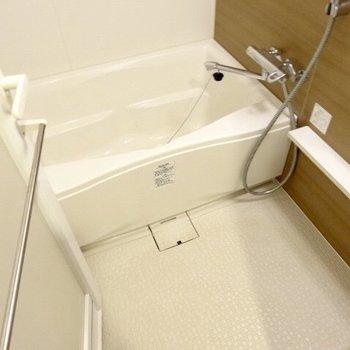 のんびりお風呂に入ろうね。※写真は5階の反転間取り別部屋のものです