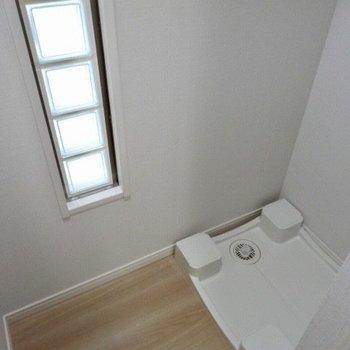 なんと開けると洗濯パンが隠れていました!※写真は5階の反転間取り別部屋のものです