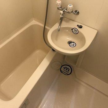 独立はしてないですが、お風呂も十分なスペース!