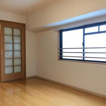 採光窓も2面あるから明るいですね。