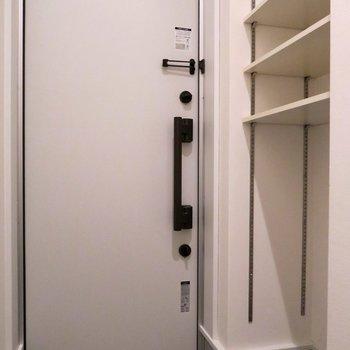 玄関は意外と狭めかな