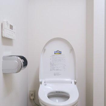 横はトイレです