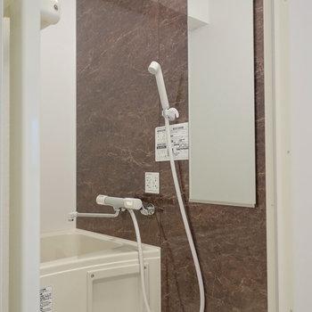 浴室乾燥機能付の綺麗な浴室。