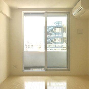 南向きバルコニーで明るい!※写真は10階の別部屋同間取りのものです。