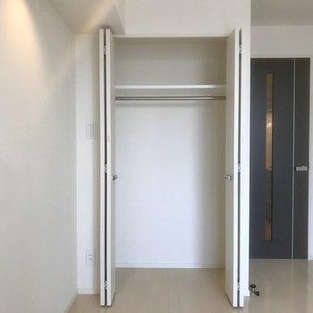 クローゼット付きで収納◎※写真は10階の別部屋同間取りのものです。