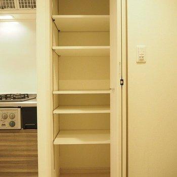 キッチン横に靴をしまいましょう。※写真は1階の同じ間取りの別部屋です