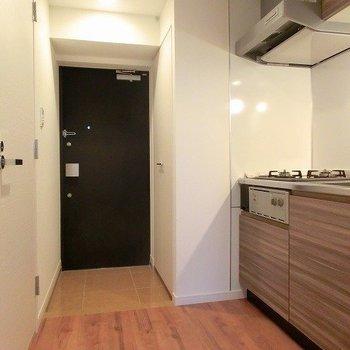 廊下に広さがあります。※写真は5階の反転間取り別部屋です。