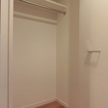 収納はそこそこです。※写真は5階の反転間取り別部屋です。