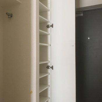 シューズボックス結構入ります。※写真は5階の反転間取り別部屋です。