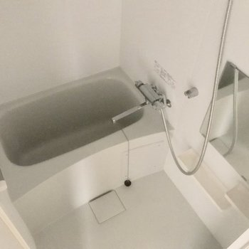 お風呂もこのサイズあれば十分ですね♪※写真は5階の反転間取り別部屋です。
