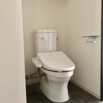 お手洗いも脱衣所にあります。