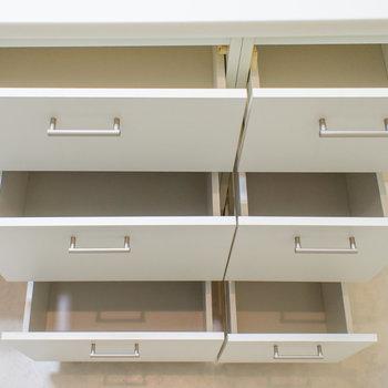 収納スペースが備え付けられていて便利!※写真は2階の同間取り別部屋のものです。