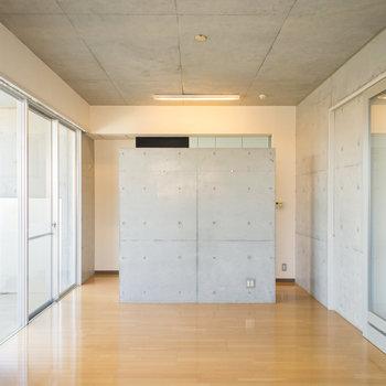 生活感のあまりない作りがスタイリッシュ!※写真は2階の同間取り別部屋のものです。