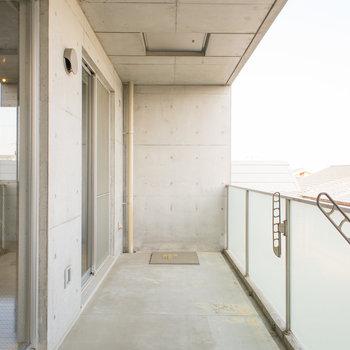 驚くほどのゆったり感です!!※写真は2階の同間取り別部屋のものです。