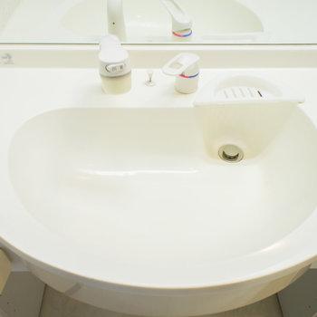 シンプルで清潔感があります。※写真は2階の同間取り別部屋のものです。