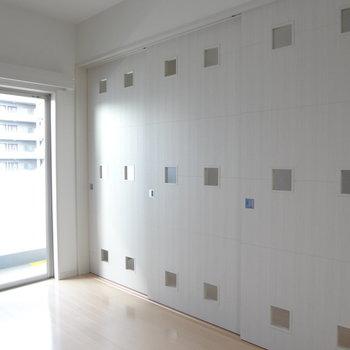 しきりの小窓がかわいい!※写真は10階の角部屋ではない同間取りの部屋ものです