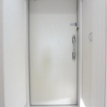 玄関も広々。※写真は10階の角部屋ではない同間取りの部屋ものです