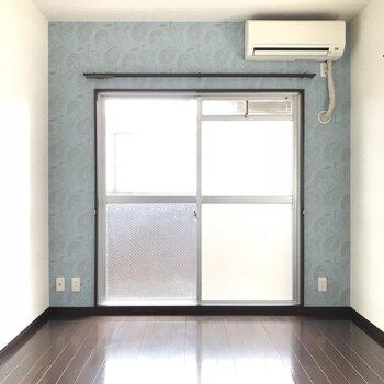 ペイズリー柄の壁紙がとっても可愛いんです※写真は別室です