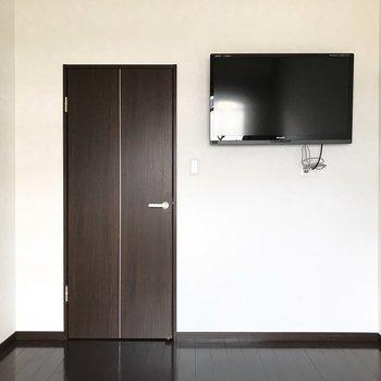 なんとテレビが付いてるんです!※写真は別室です