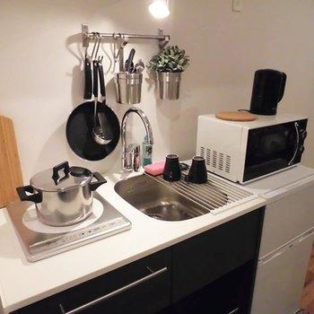 キッチンはネイビーのオリジナルキッチン!