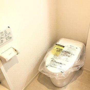 トイレは嬉しいウォシュレット付きです
