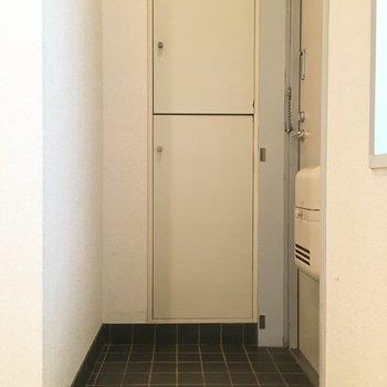 玄関はちょっと死角になってるのが良いですね。