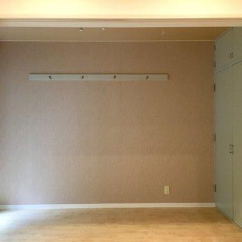 向こう側のお部屋は寝室に。