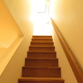 さて階段上っていこかな