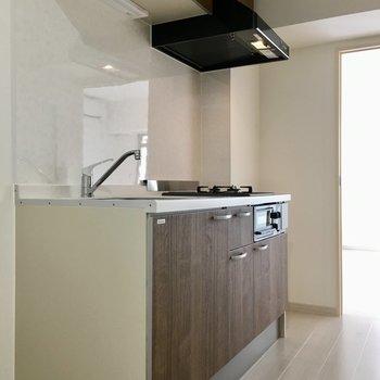 ウッド調のブラウンのキッチンも高級感漂います。