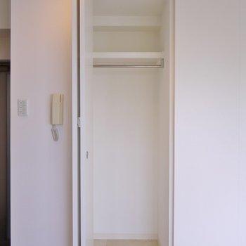 小さいながらも収納もあります。※写真は302号室のもの