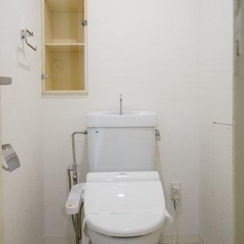 トイレットペーパーは切らさないようにストック!※写真は反転間取り別部屋のものです。