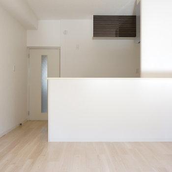 堂々のカウンターキッチン※写真は反転間取り別部屋のものです。