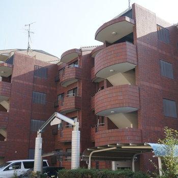 4階建の安心感のあるマンションです
