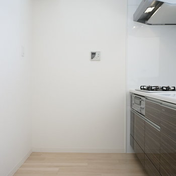 冷蔵庫も後ろに置けそうですね※写真は反転間取り別部屋のものです。